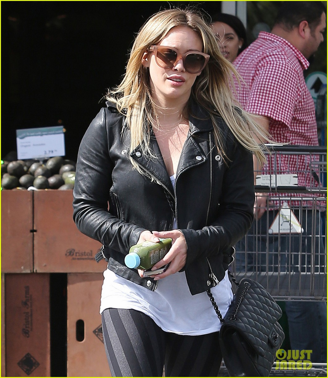 hilary duff beverly hills shopper with son luca 18