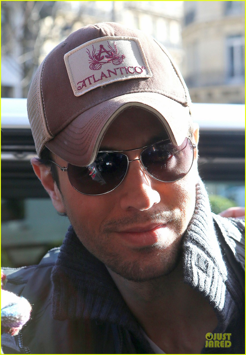 enrique iglesias im giving away my im a freak glasses 04