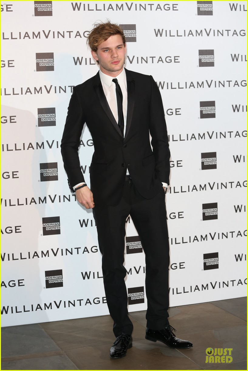 luke evans jeremy irvine suit up at williams vintage dinner 01
