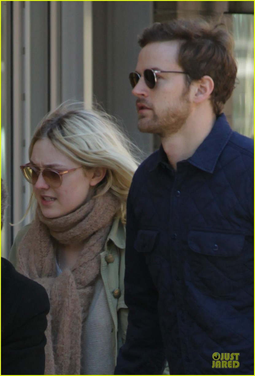 dakota fanning jamie strachan romantic soho stroll before her 20th birthday 04