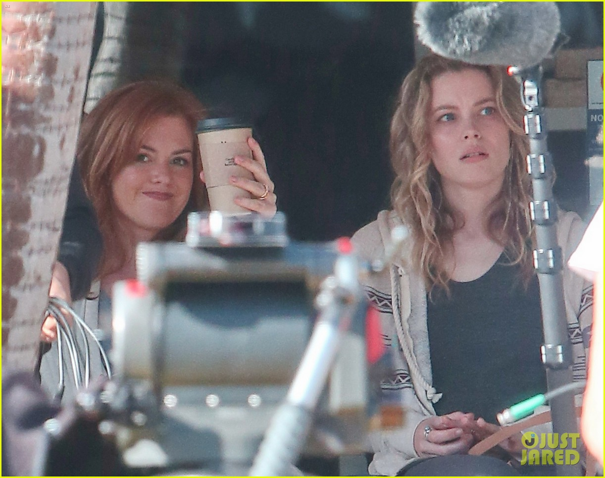isla fisher gillian jacobs start work on horror flick visions 07