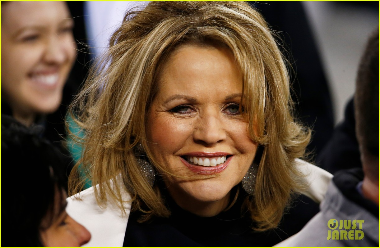 opera singer renee fleming sings national anthem at super bowl 2014 video watch now 043046555