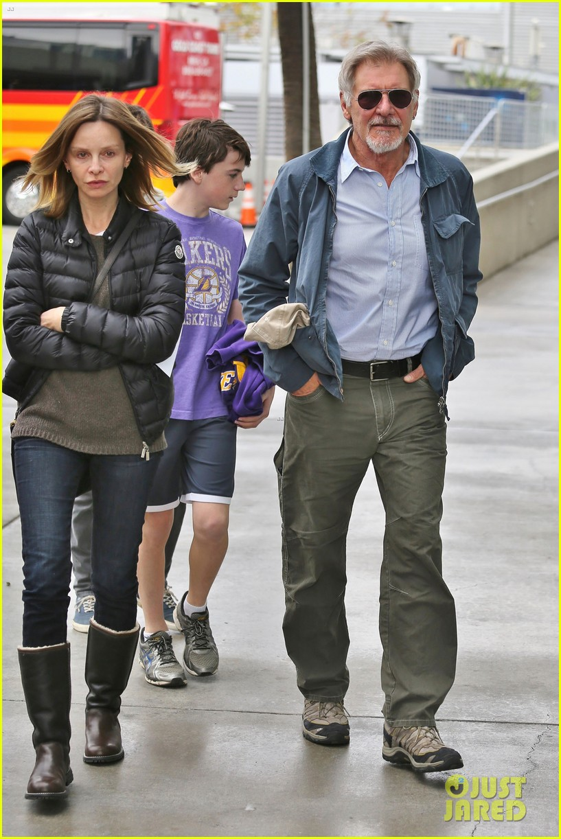 harrison ford calista flockhart lakers game with son liam 01