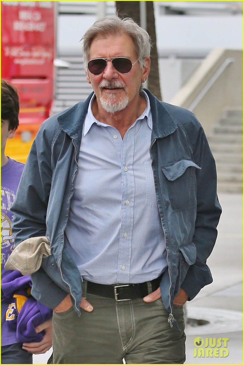 harrison ford calista flockhart lakers game with son liam 043050700