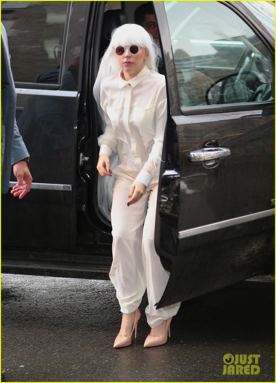 lady gaga so excited to perform on tonight show this evening 14