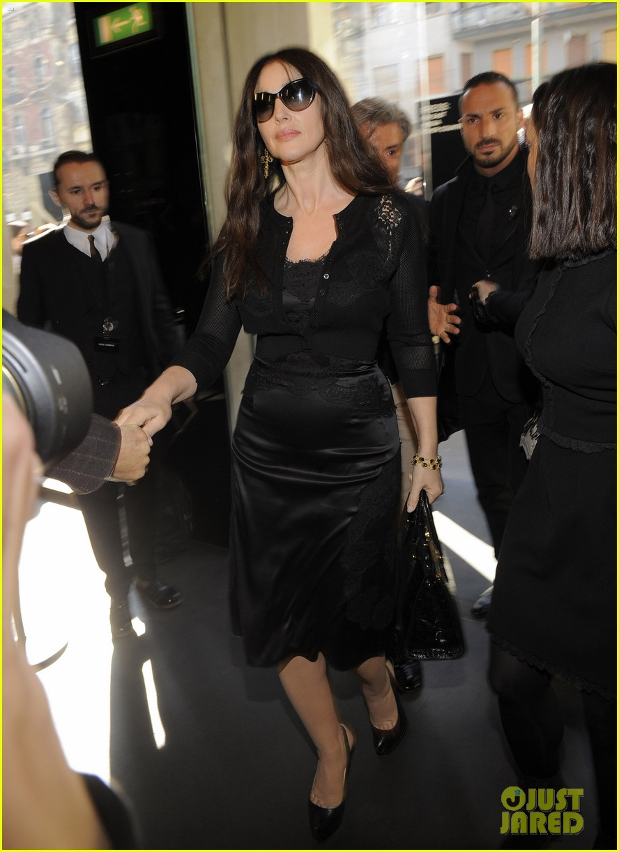 monica bellucci david gandy dolcegabbana fashion show 033059820