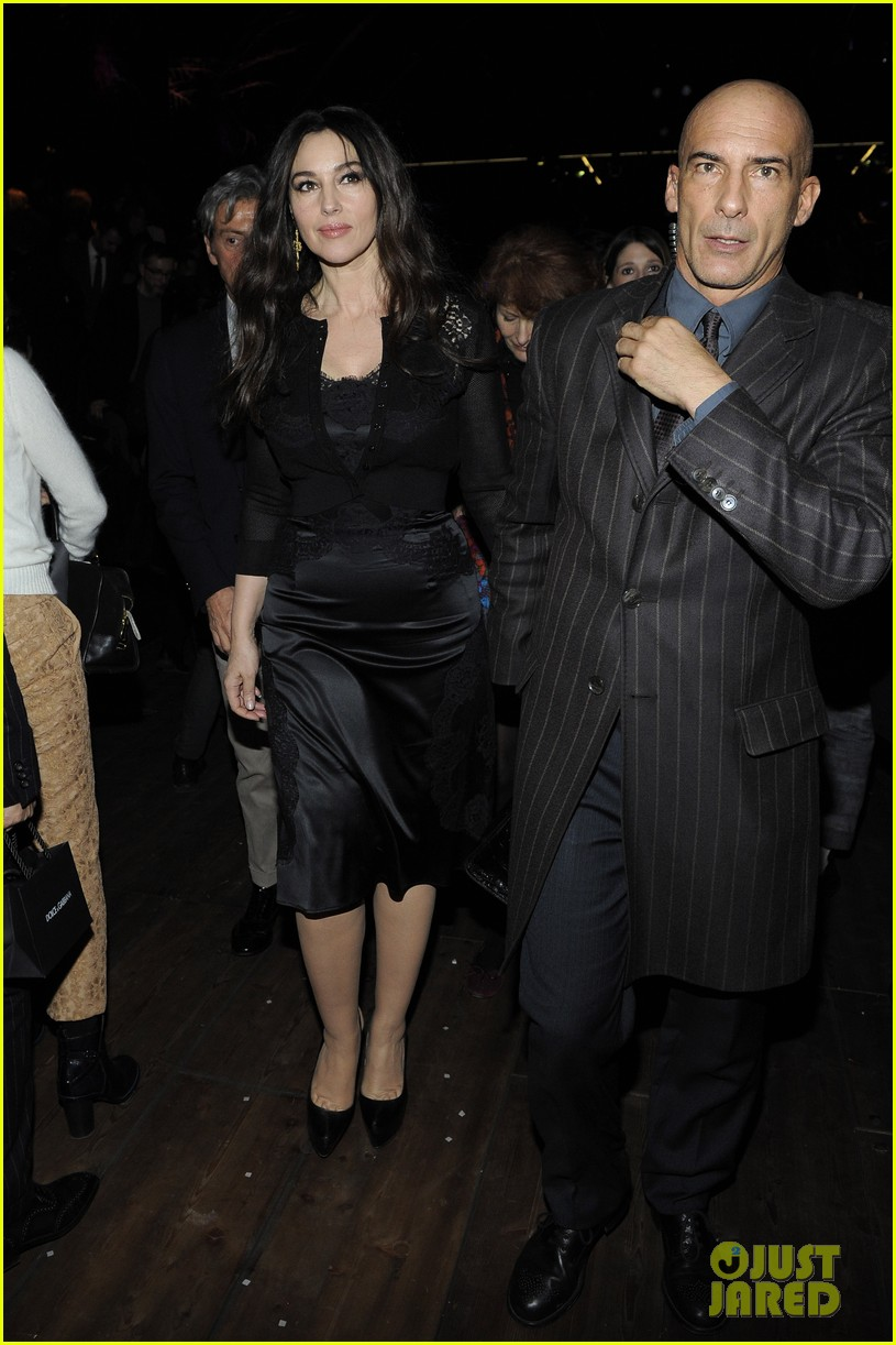 monica bellucci david gandy dolcegabbana fashion show 063059823