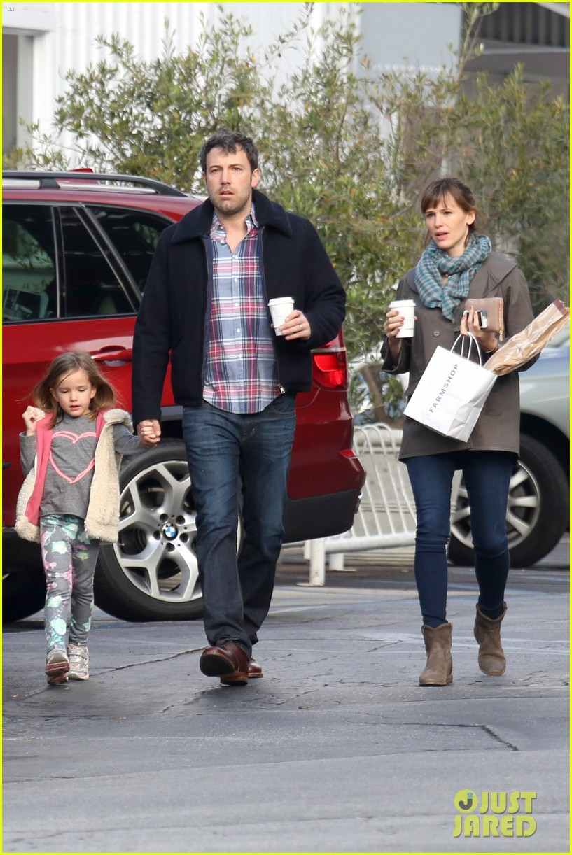 jennifer garner ben affleck will spend the summer in detroit 143048765