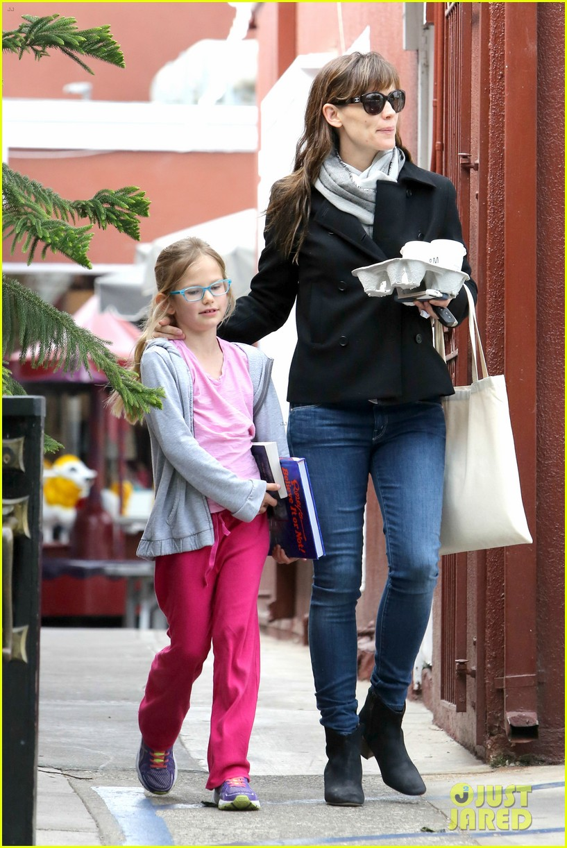 jennifer garner runs errands around town with the kids 12