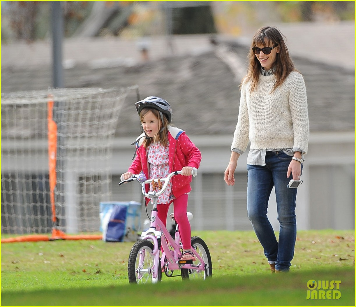 jennifer garner ben affleck put family first spend weekend with their kids 02