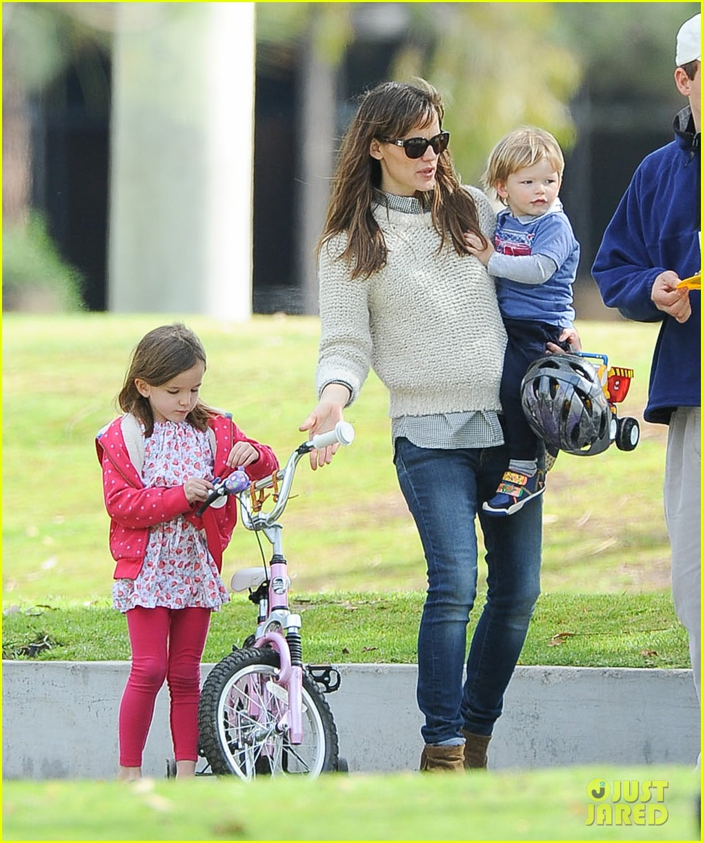 jennifer garner ben affleck put family first spend weekend with their kids 05