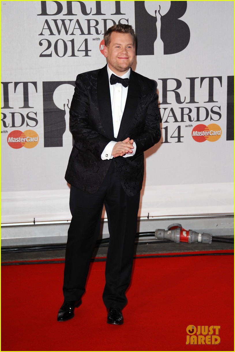 boy george attends brit awards with bruised bloodied eye 043056385