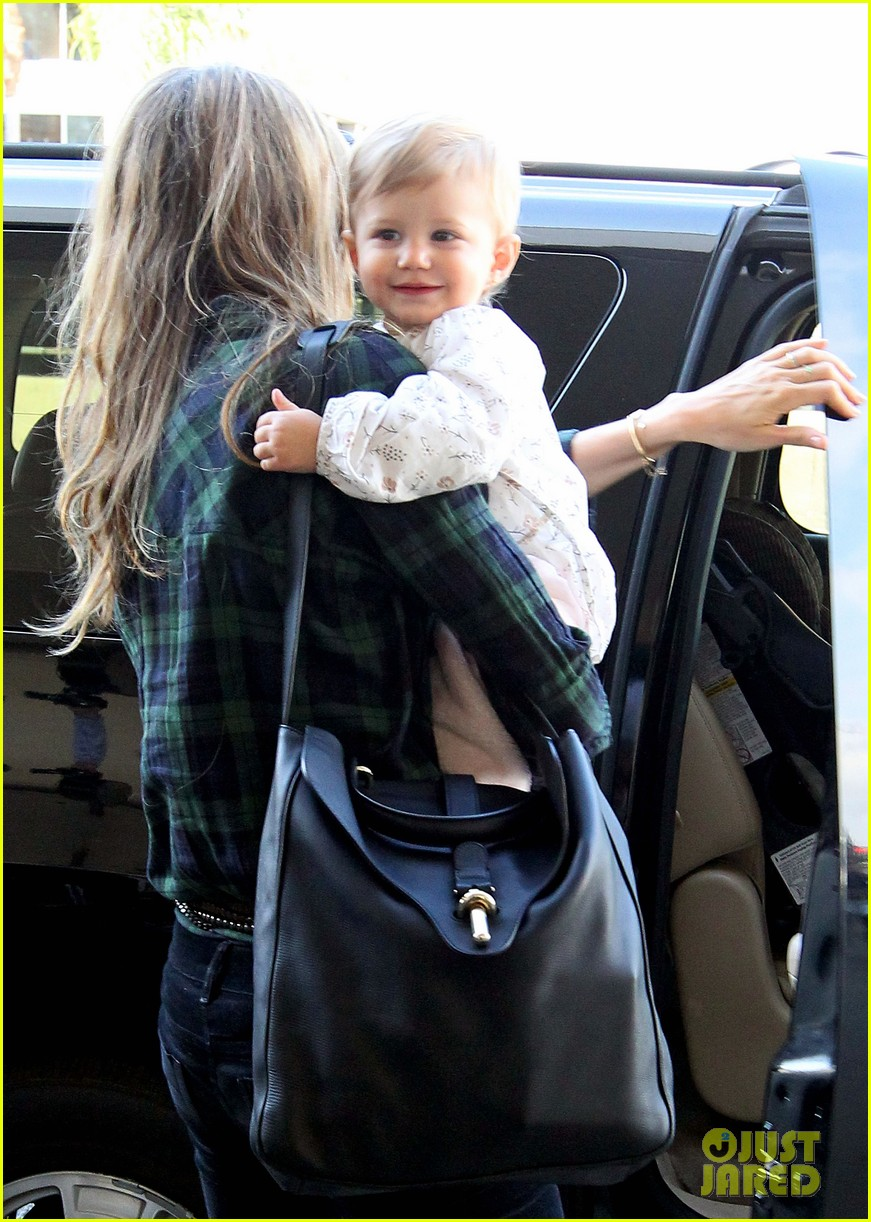 gisele bundchens daughter vivian is so adorable 043050455