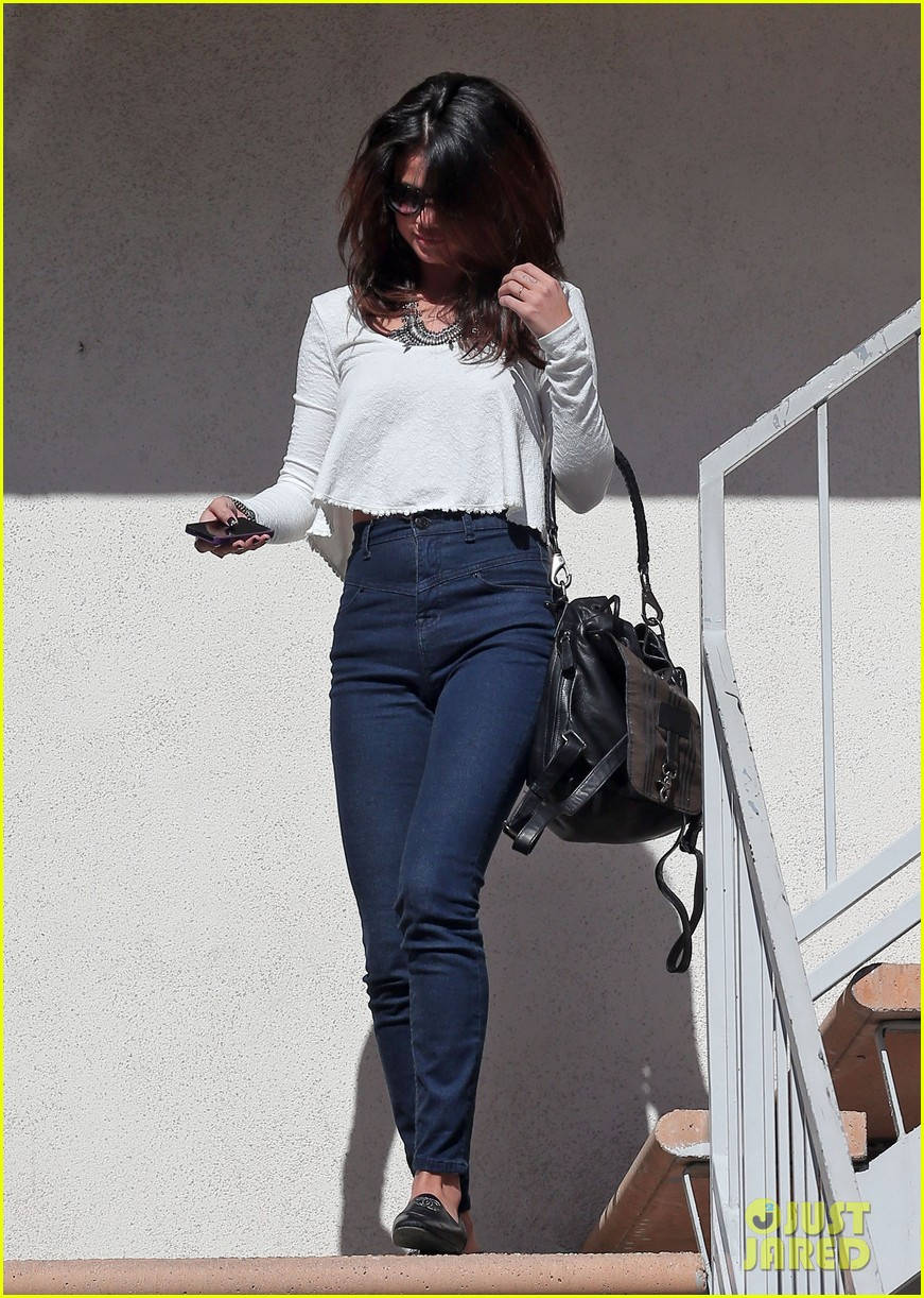 selena gomez is all smiles after leaving casting call 07