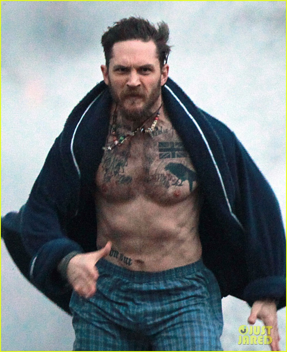 tom hardy runs shirtless in his boxers for stand up to cancer 02