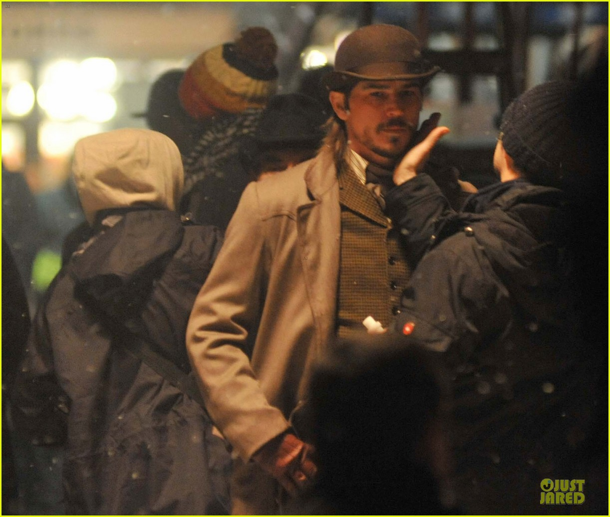 josh hartnett arrives in full costume on penny dreadful set 073051585