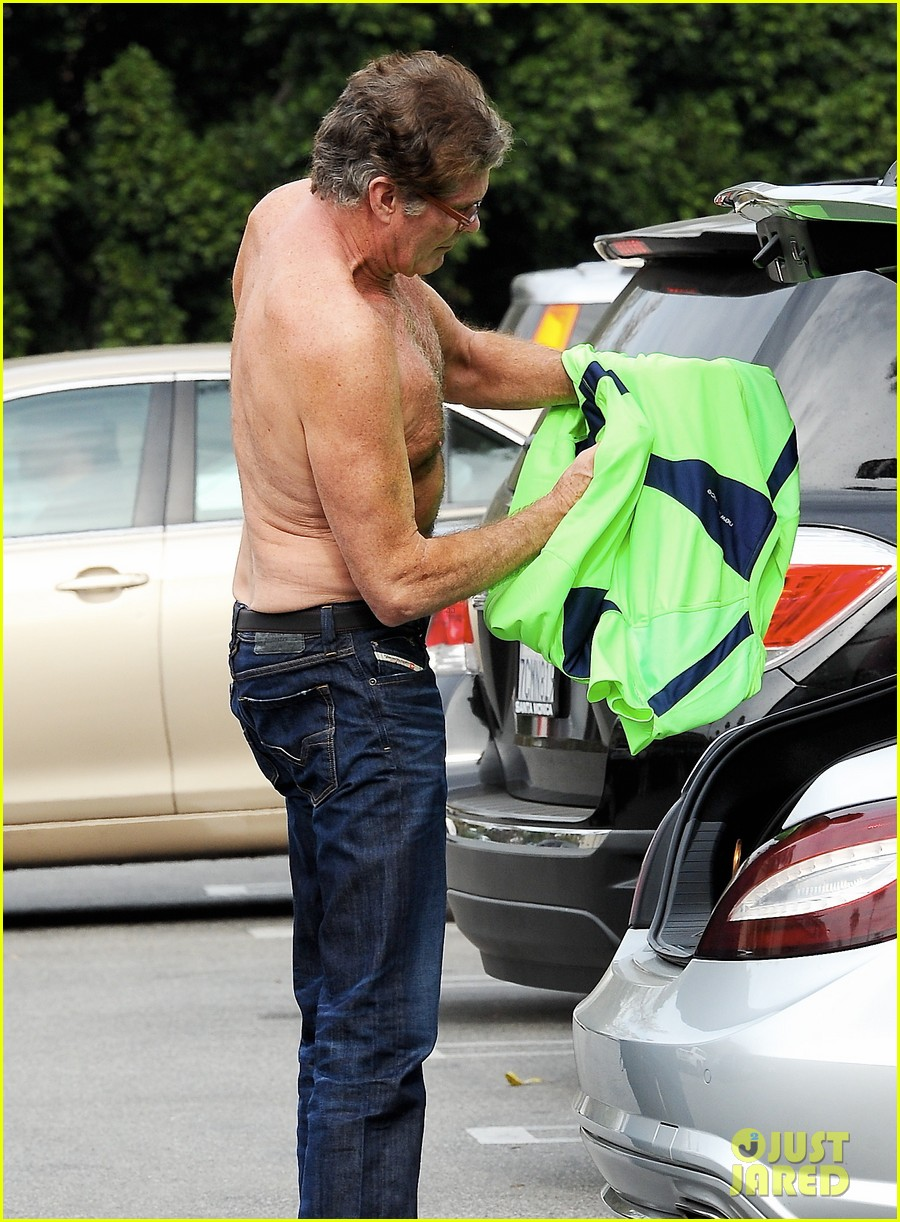 david hasselhoff changes his shirt in middle of a parking lot 06
