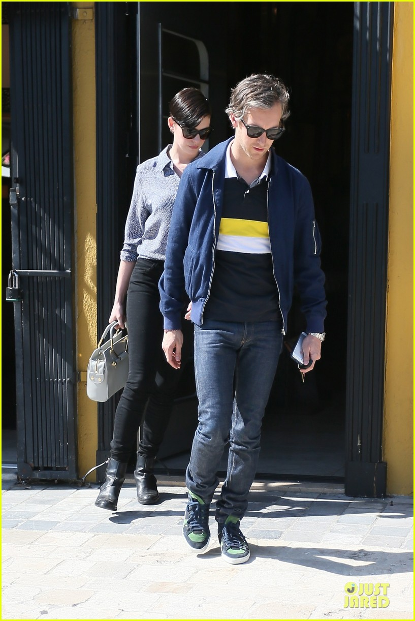 anne hathaway adam shulman west hollywood shopping duo 03