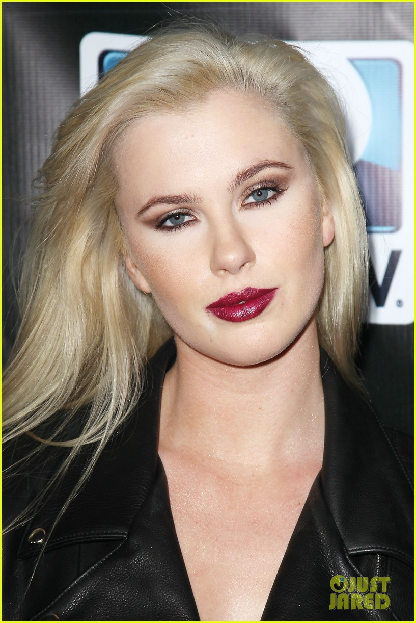 erin heatherton ireland baldwin directv super saturday night 11