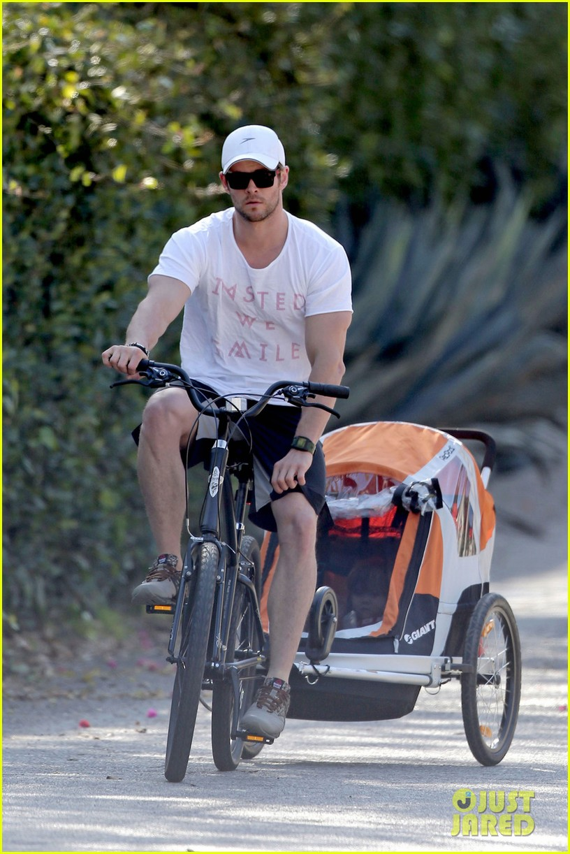 chris hemsworth his big muscles go for a bike ride 023055654