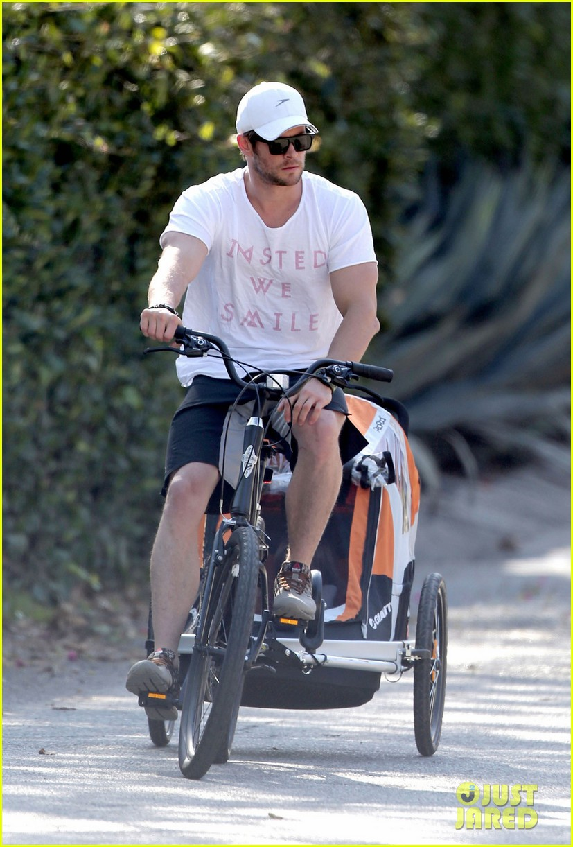 chris hemsworth his big muscles go for a bike ride 04
