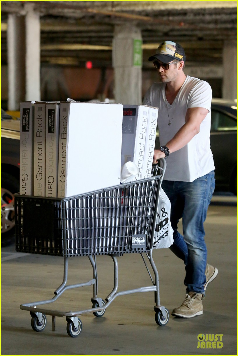 chris hemsworth shops for portable garment racks with mom leoni 033051479