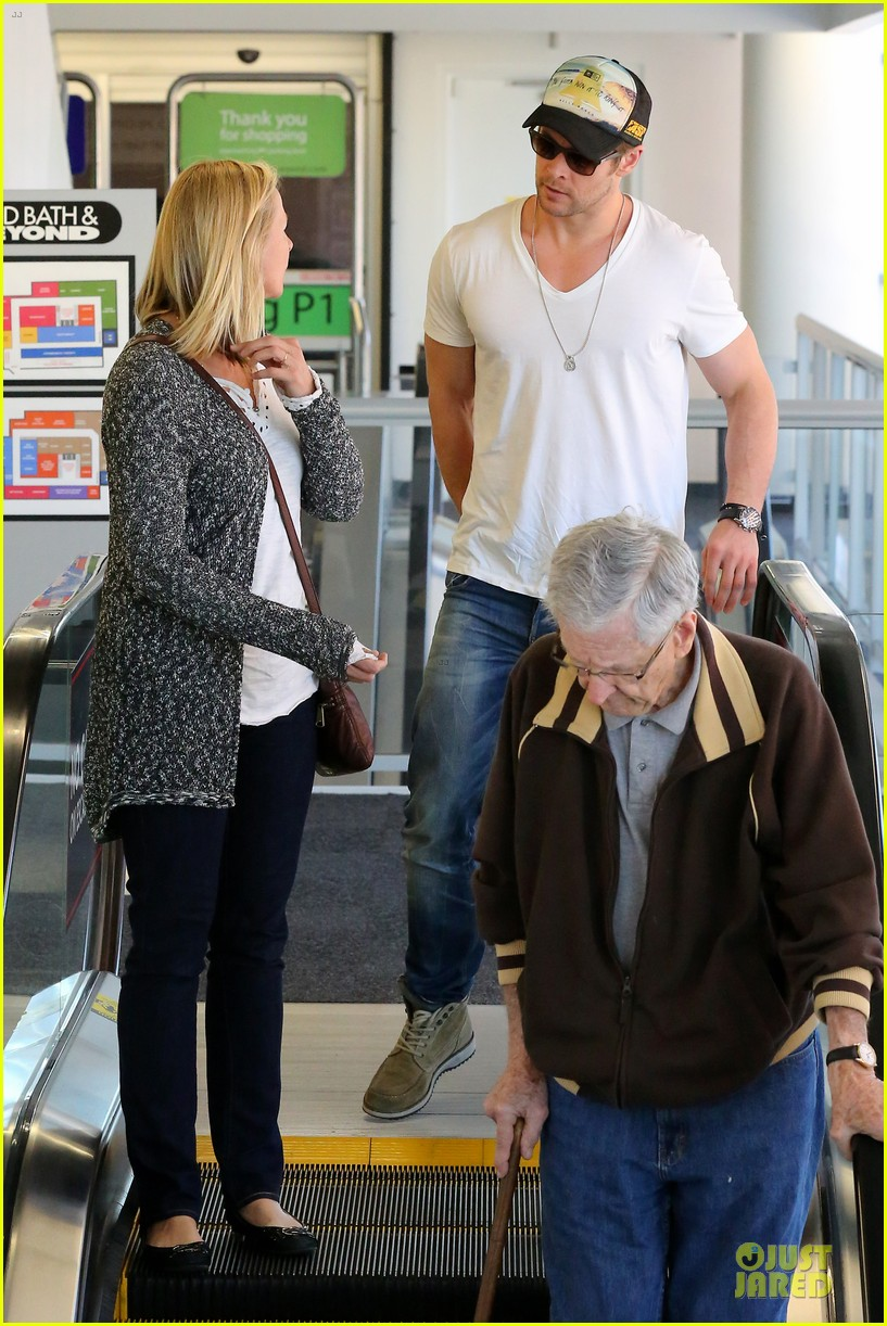 chris hemsworth shops for portable garment racks with mom leoni 073051483