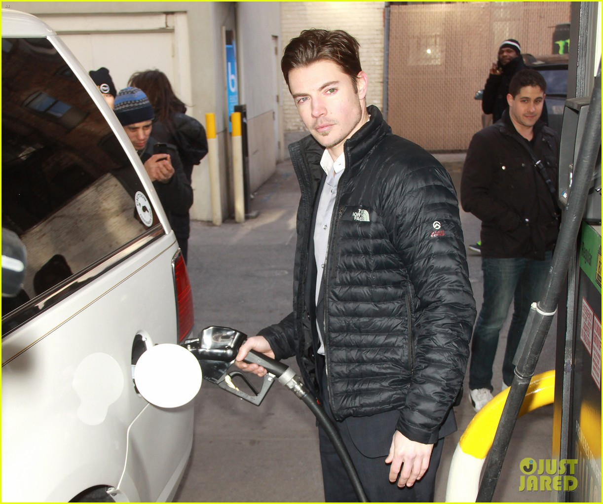 josh henderson hosts dallas season 3 viewing party 14