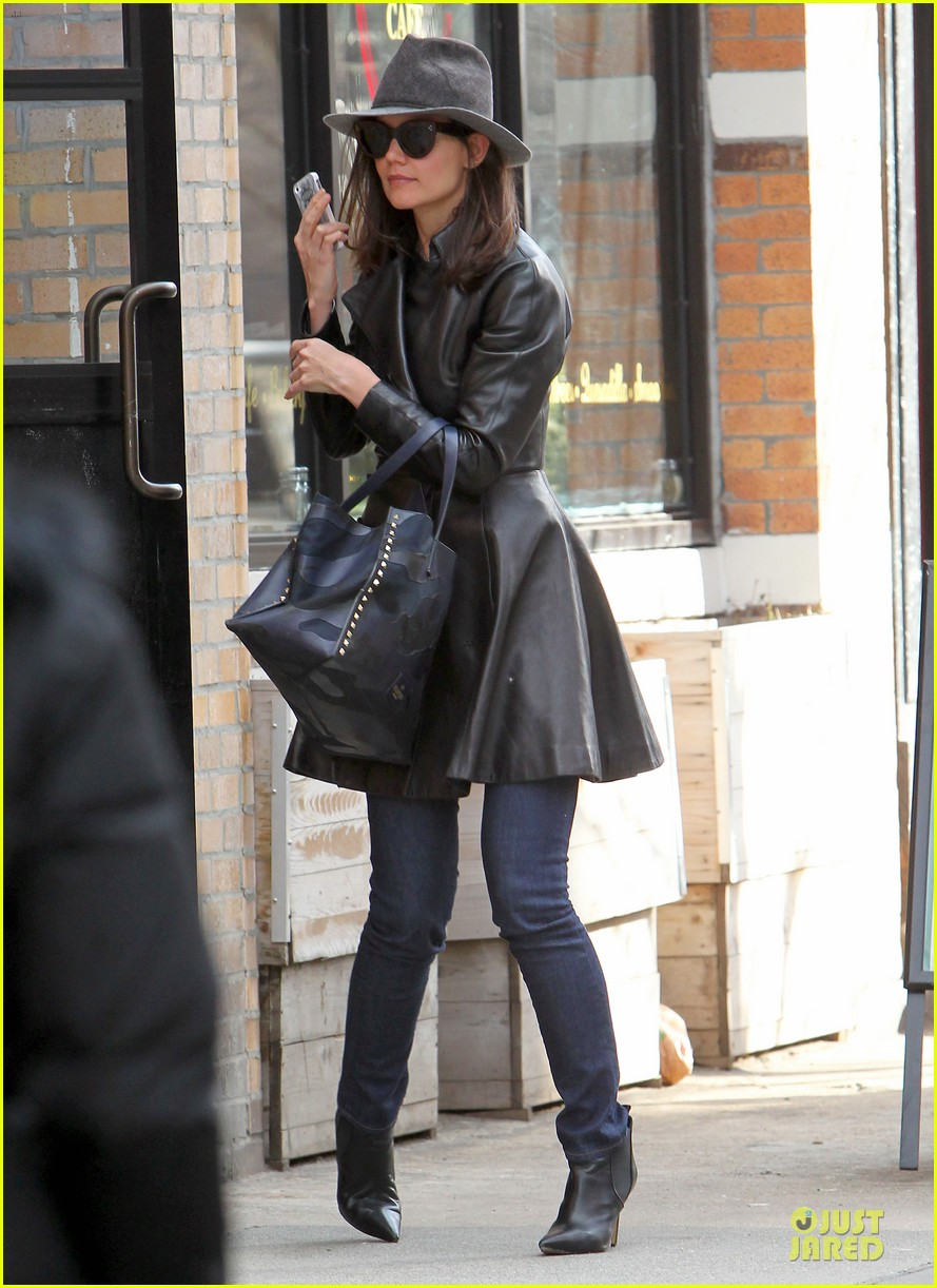 katie holmes i want to be there for suri for a long time 10