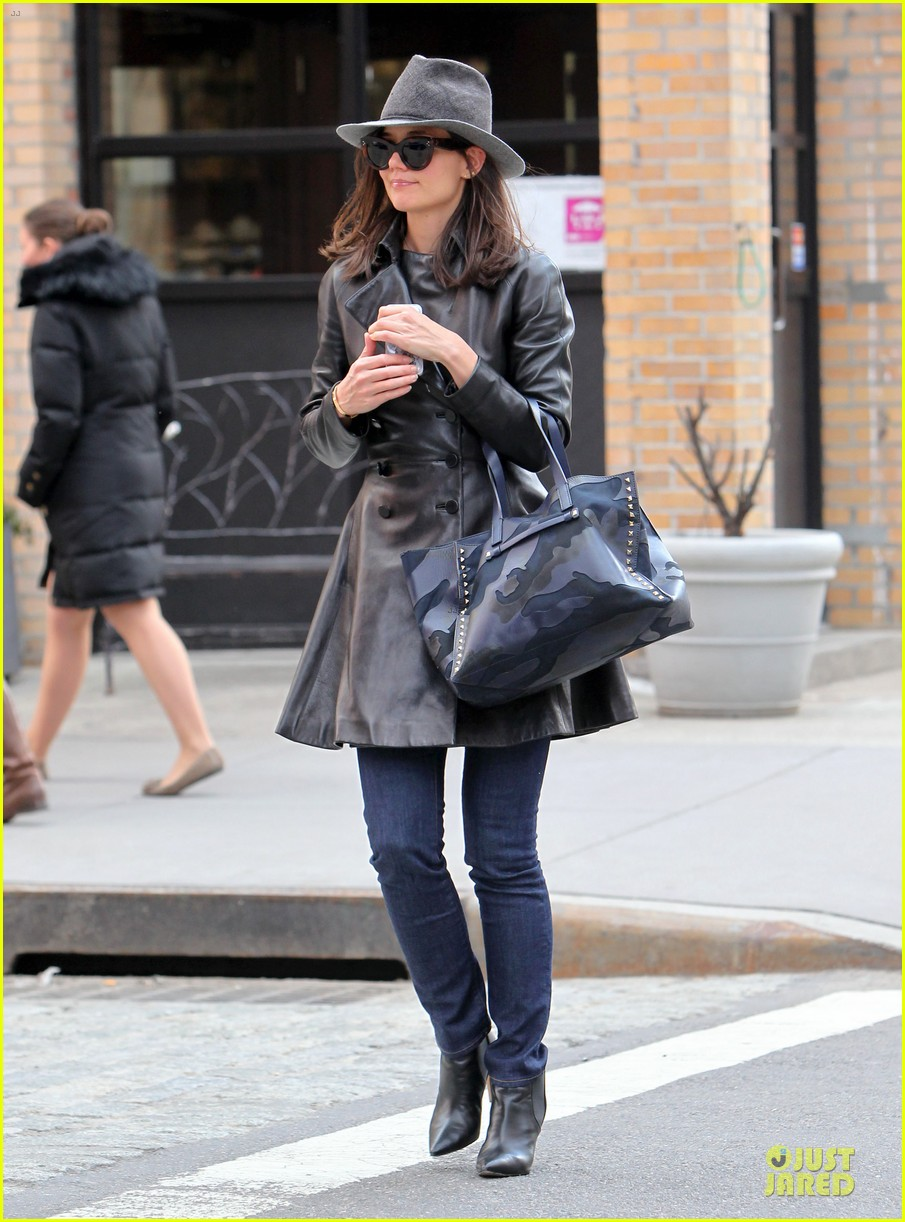 katie holmes i want to be there for suri for a long time 113059921