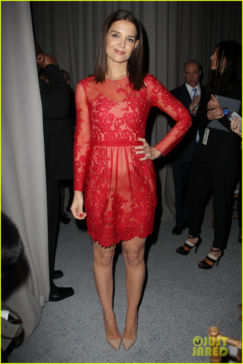 katie holmes lady in red at marchesa fashion show 08