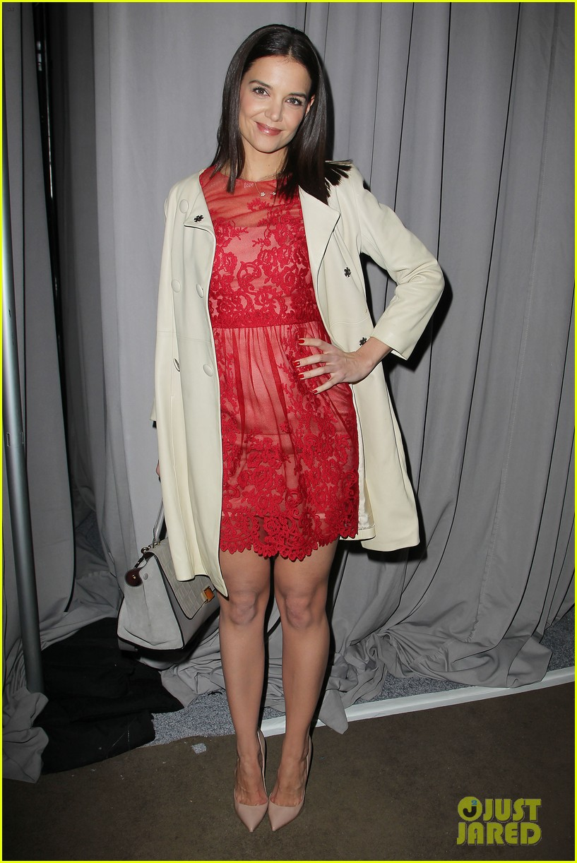 katie holmes lady in red at marchesa fashion show 123052543