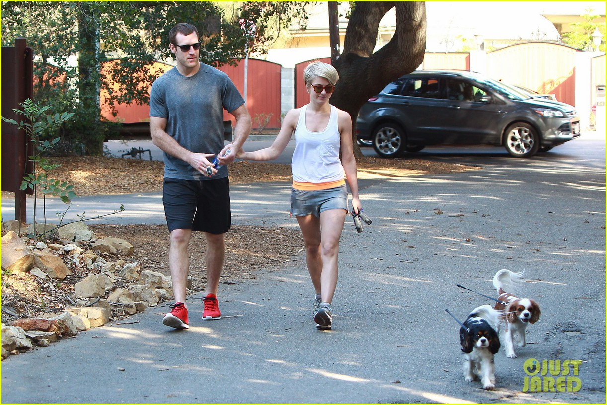 julianne hough holds hands with hockey player brooks laich 083054661