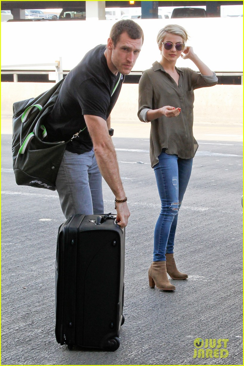 julianne hough dating again There's always a risk when you wear a see-through dress and julianne hough julianne hough suffers embarrassing wardrobe malfunction boyfriend brooks.
