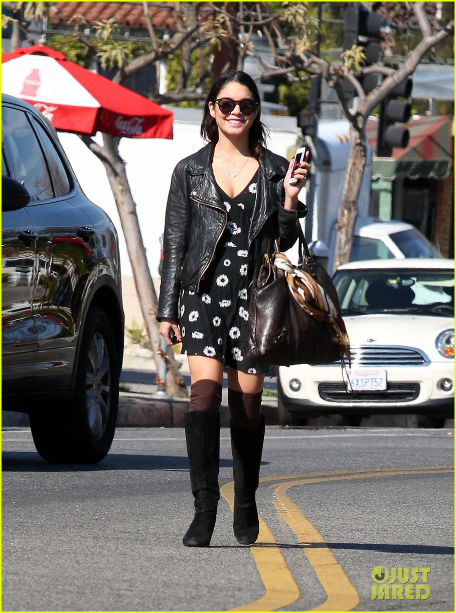bffs vanessa hudgens ashley tisdale get lunch at aroma 01