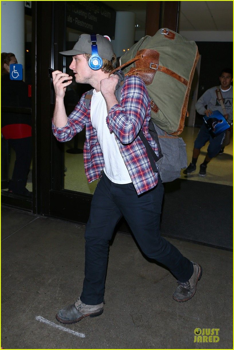josh hutcherson shows macho strength at lax arrival 103046342
