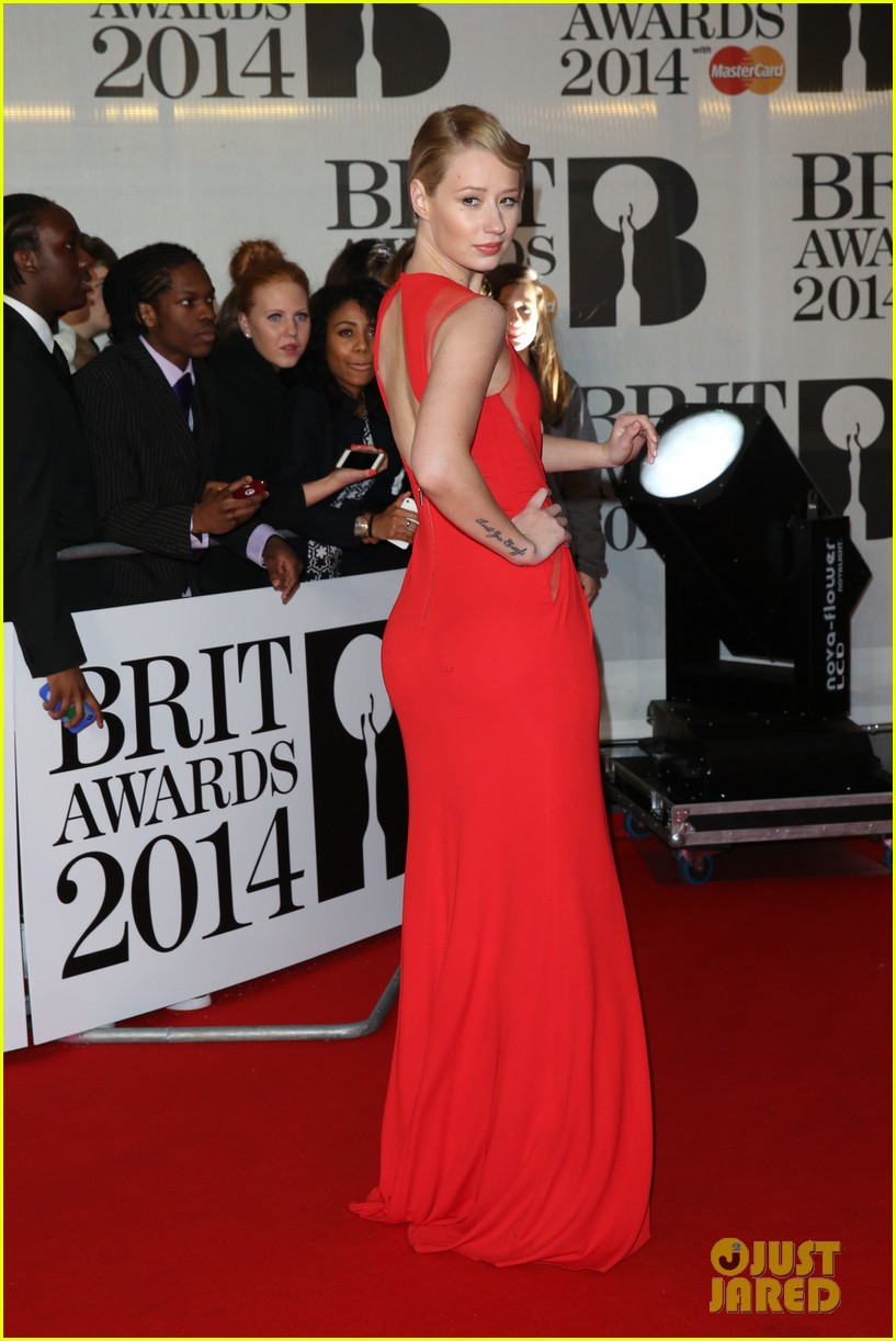 iggy azalea brit awards 2014 red carpet 043056324