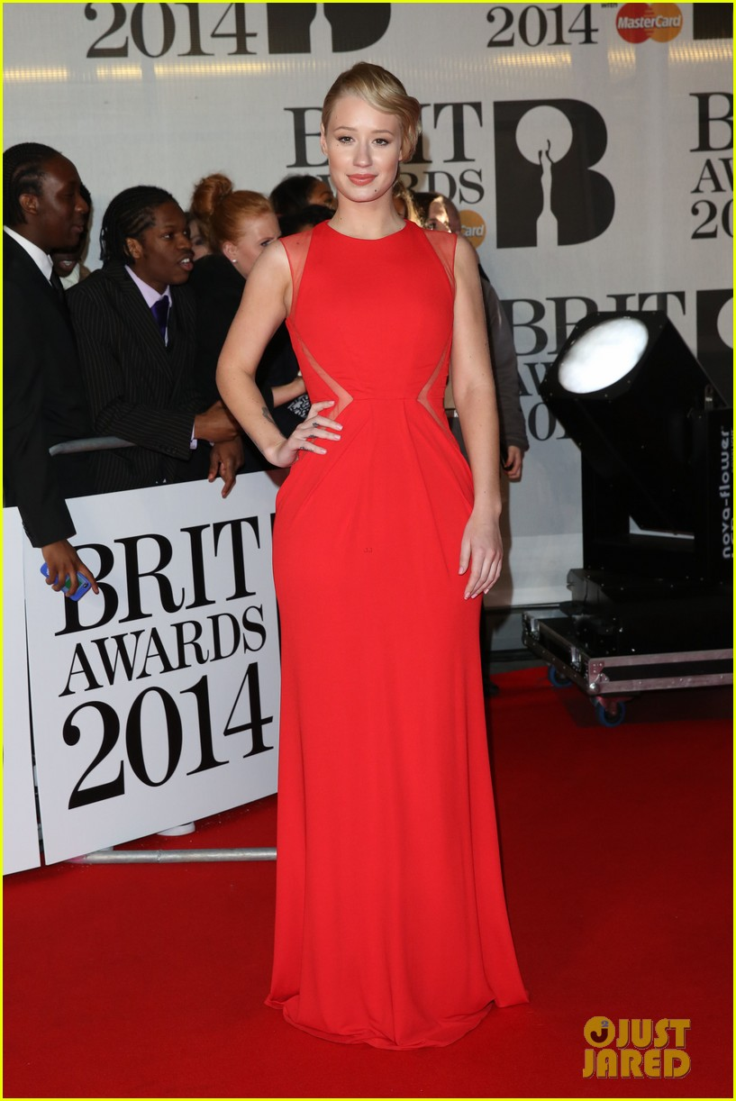 iggy azalea brit awards 2014 red carpet 05