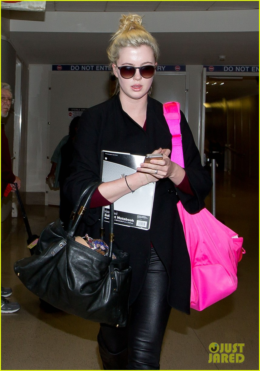 ireland baldwin heads back to los angeles after nyfw 023054405