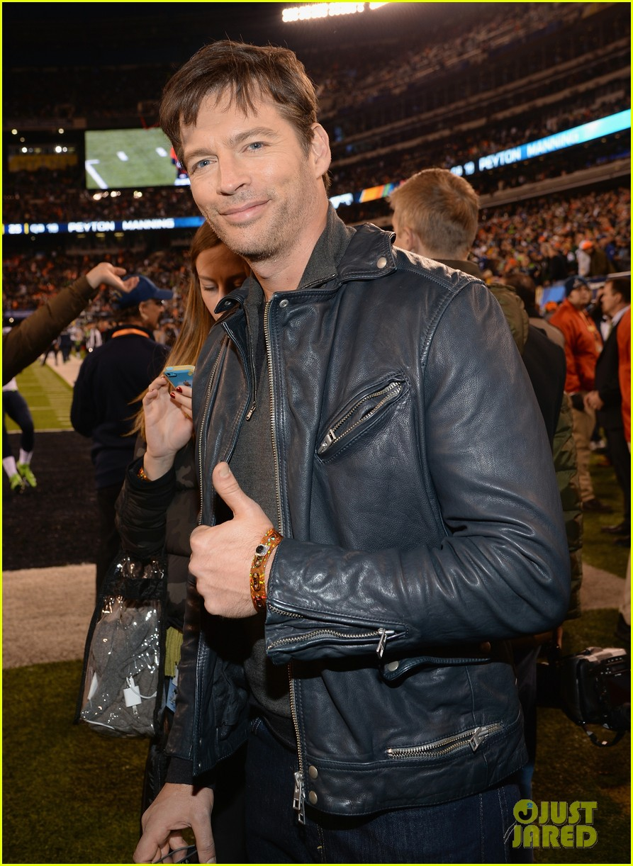 hugh jackman harry connick jr join in on the super bowl 2014 fun 04