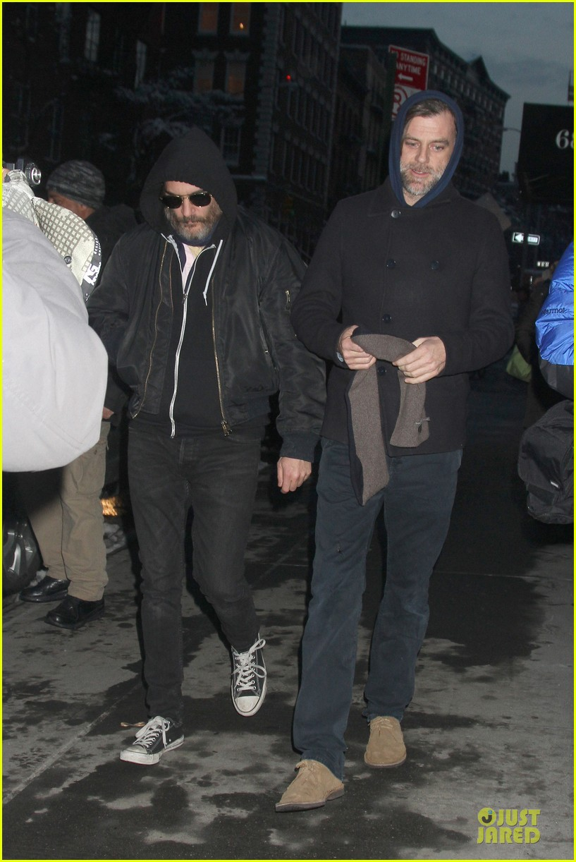 joaquin phoenix pays respects to philip seymour hoffman at mimi odonnell apartment 033047726