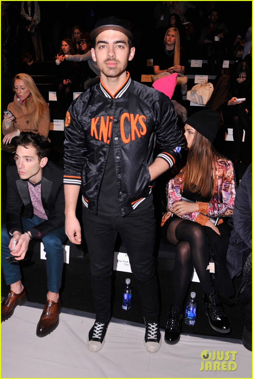 joe jonas blanda eggenschwiler custo barcelona show sweeties 01
