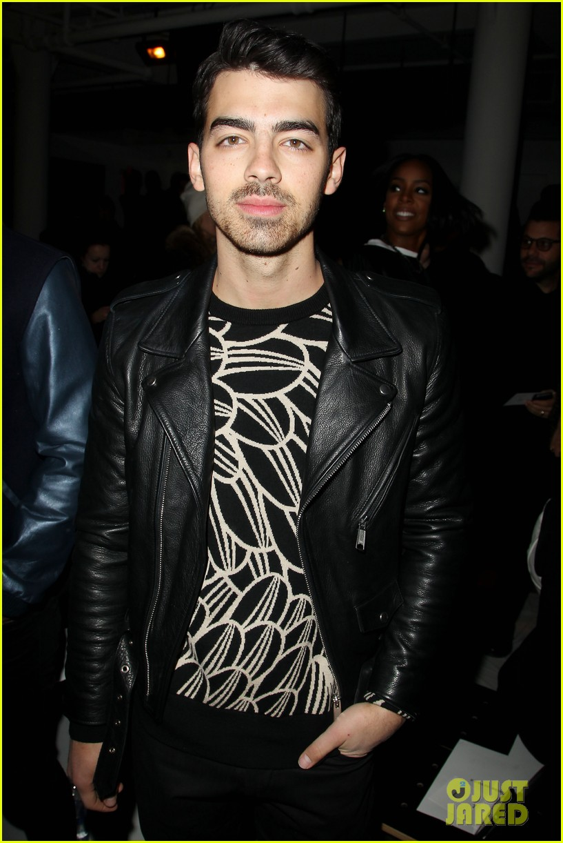 joe jonas blanda eggenschwiler custo barcelona show sweeties 02