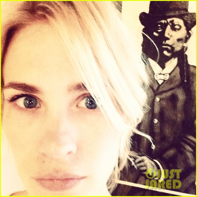 january jones begins work on good kill in new mexico 023055600