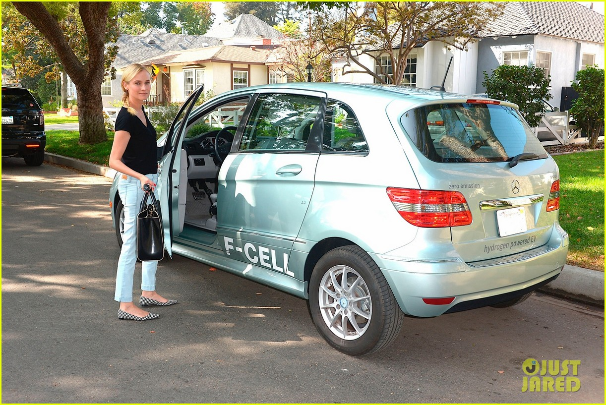 joshua jackson diane kruger survive death valley only on water emitted from their f cell car 10