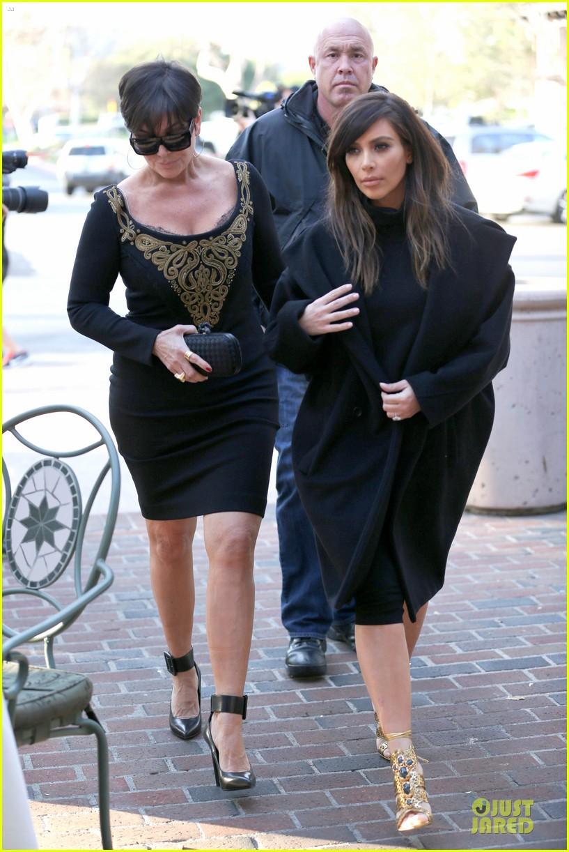 kim kardashian restaurant filming with mom kris jenner siser khloe 153047643