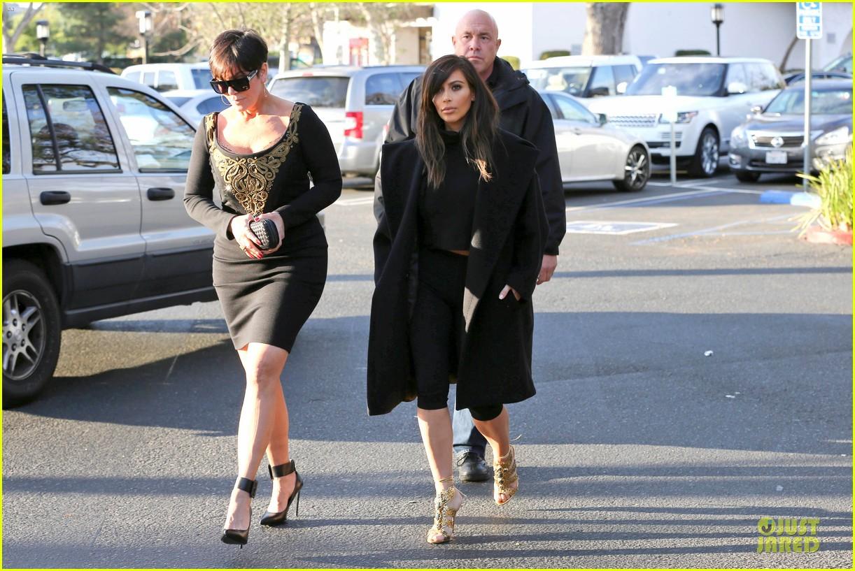 kim kardashian restaurant filming with mom kris jenner siser khloe 19