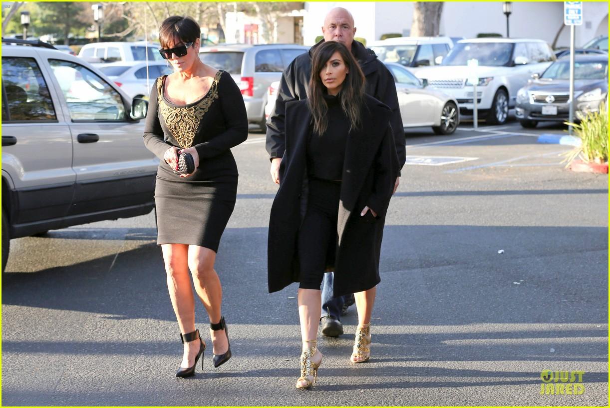 kim kardashian restaurant filming with mom kris jenner siser khloe 22