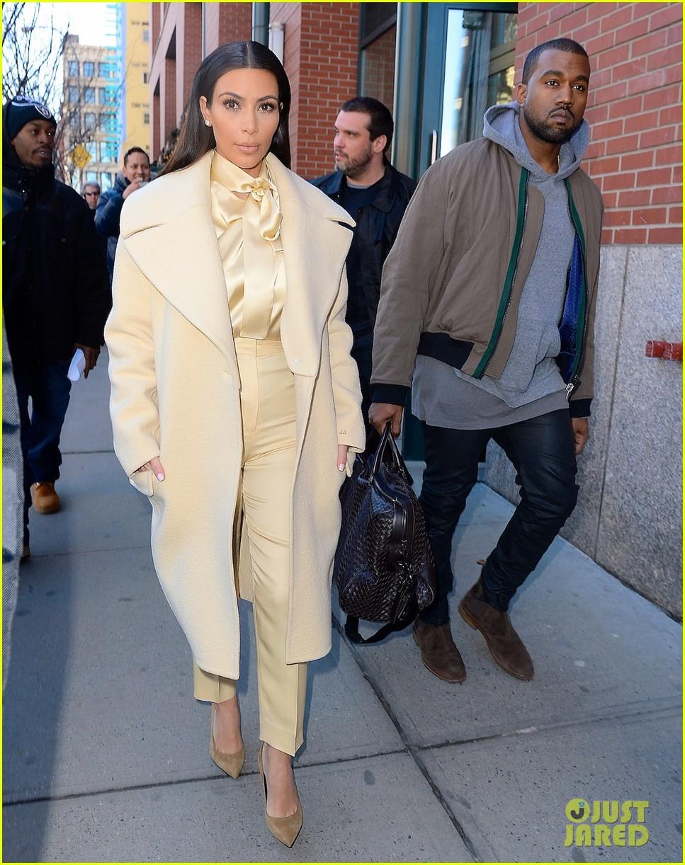 kim kardashian kanye west go shopping together in soho 04