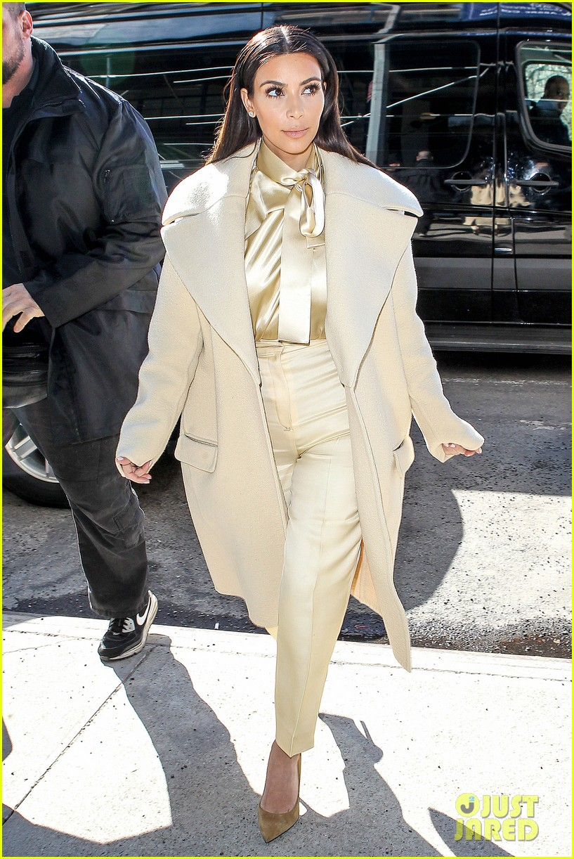 kim kardashian kanye west go shopping together in soho 07